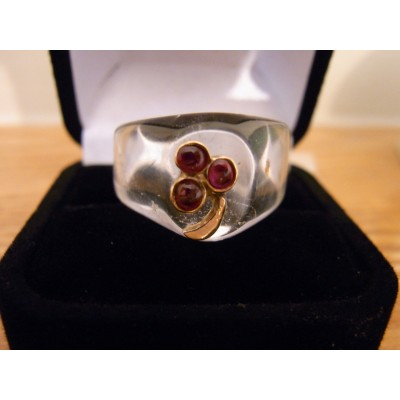 Rock crystal 18ct gold flower ruby ring